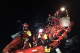 El 'Open Arms' rescata a 39 personas más en el Mediterráneo
