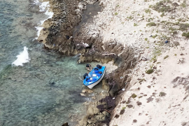 Arriba a Formentera otra patera con 14 inmigrantes, uno de ellos menor de edad