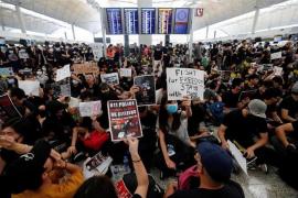 El aeropuerto de Hong Kong cancela todos los vuelos por las protestas