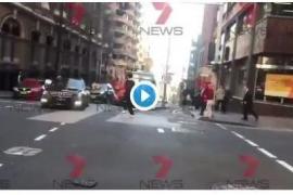 Un hombre ataca con un cuchillo a varias personas en Sydney