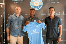 Simeone fichado, Kwasi presentado