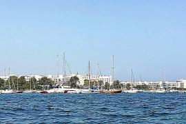 Sant Antoni detecta un centenar de embarcaciones fondeadas irregularmente en su costa