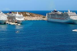 Tres cruceros en es Botafoc