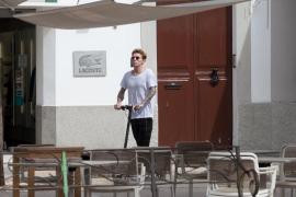 Los patinetes eléctricos en Ibiza, en imágenes (Fotos: Daniel Espinosa).