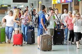Más de 300.000 personas pasarán por el aeropuerto de Ibiza durante el puente de agosto