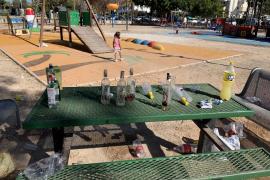 Rafa Ruiz denuncia el incivismo en el parque infantil del Paseo Marítimo