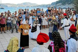 Sa Cala celebra la Mare de Déu d'Agost con música y danzas mallorquinas