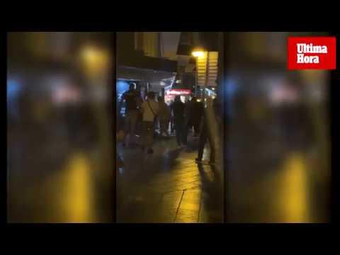 Batalla campal entre porteros de discoteca y turistas en el Paseo Marítimo de Palma