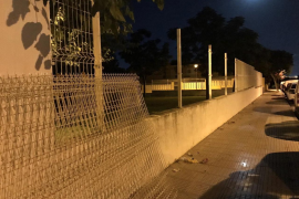 Dos detenidos por robar cinco tramos de valla metálica en Ibiza