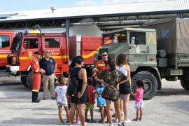 La visita a la UME de los niños del Hogar del Menor de Santa Eulària, en imágenes