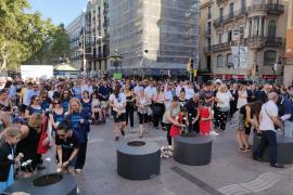 Barcelona homenajea a las víctimas de los atentados del 17A