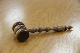 Absuelta de abuso sexual por desconocer que un niño tenía 13 años