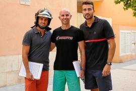 Los bomberos de Ibiza recogen firmas para equiparar el servicio en todo el país