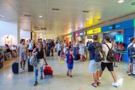 El aeropuerto de Ibiza es el sexto del país con más pasajeros 'low cost'