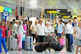 Las 'low cost' transportan a 1,2 millones de pasajeros en julio en Baleares, un 6,7% menos