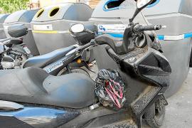 Vecinos de ses Figueretes denuncian que las motos mal aparcadas impiden acceder a los contenedores