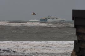 Chubascos y tormentas fuertes pondrán este martes en aviso naranja a Baleares