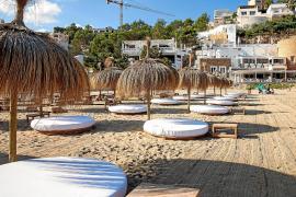 Maya Beach Club niega que se cobre más de lo permitido por las hamacas
