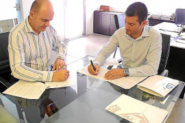 Sant Antoni y el Consell d'Eivissa firman el convenio para financiar los Servicios Sociales básicos