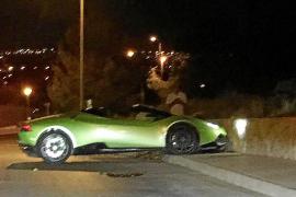 Lamborghini empotrado contra un muro en Jesús