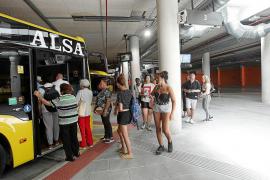 Los conductores de Alsa advierten de la «peligrosidad» de entrar al Cetis si llueve