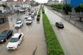 Carreteras colapsadas y vuelos cancelados por las fuertes lluvias de ayer en las Pitiusas