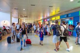 Baleares y Canarias se unen para denunciar la subida de precios en los billetes aéreos