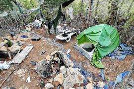 Sant Antoni desmantela cinco asentamientos ilegales en Sa Talaia
