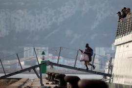 El buque 'Audaz' llega a Cádiz con los 15 migrantes del Open Arms