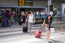 Más de 200.000 personas pasarán por el aeropuerto de Ibiza hasta el próximo lunes