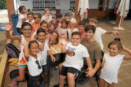 Los más pequeños de Santa Eulària despiden el verano con música, coreografías y disfraces