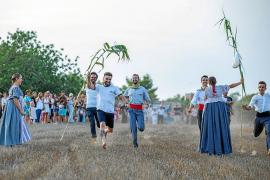 Sa Colla d'es Vedrà traslada la Ibiza más auténtica al Pou des Rafals