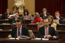 Bauzá dice que «cuando sea el momento oportuno»  comparecerá para explicar los recortes