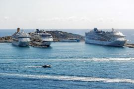 Tres cruceros de gran envergadura coinciden en el puerto de Ibiza