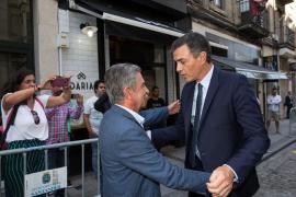 Revilla monta en cólera contra un camarero que increpó a Sánchez en Santander