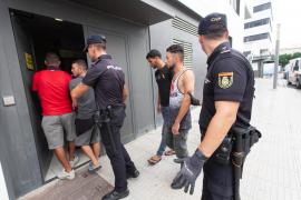 La Policía Nacional fletó un vuelo especial para el traslado de 58 migrantes llegados a Ibiza