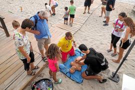 La sexta edición de 'Una platja per a tothom' comienza acompañada de agua