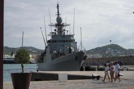 El navío de la Armada, el Infanta Cristina, en imágenes (Fotos: M. Sastre)