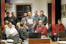 Los agentes en su comparecencia en el pleno de abril donde denunciaron su precariedad