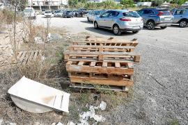 Vecinos de la calle Ávila, en Cala de Bou, denuncian la mala imagen que presenta el vial