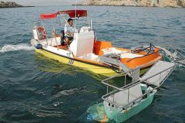 El servicio de limpieza del litoral recoge más de 3 toneladas de residuos en agosto en las Pitiusas