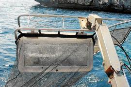 El servicio de limpieza del litoral recoge más de 3000 kg de residuos en agosto en las Pitiusas