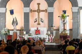 La Santa Cruz sale a la calle para celebrar las fiestas parroquiales de su exaltación