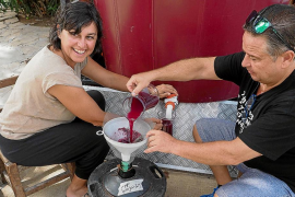 Un vino «bueno» pero escaso para las próximas fiestas vecinales de Jesús