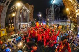 La selección española de baloncesto ha festejado este lunes en la Plaza de Colón de Madrid su título