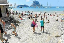 Cs Sant Josep pedirá que se declare Cala d'Hort como una 'Playa sin humos'