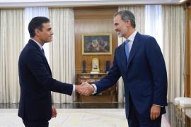 El rey Felipe VI reciobe a Pedro Sánchez