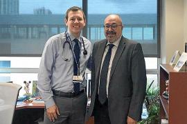 Pablo Escribá, a la derecha, con Derek Hanson, investigador principal del estudio clínico en Estados Unidos