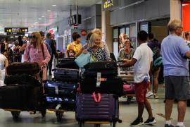 Más de 50.000 pasajeros pasarán por el aeropuerto de Ibiza entre este viernes y el domingo