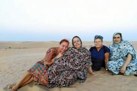 En busca de un coche que ayude a una familia saharaui